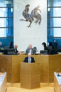 Le Président Lenaerts à la tribune du Parlement