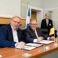 Les Présidents Antoine et Chagnon signent les résolutions
